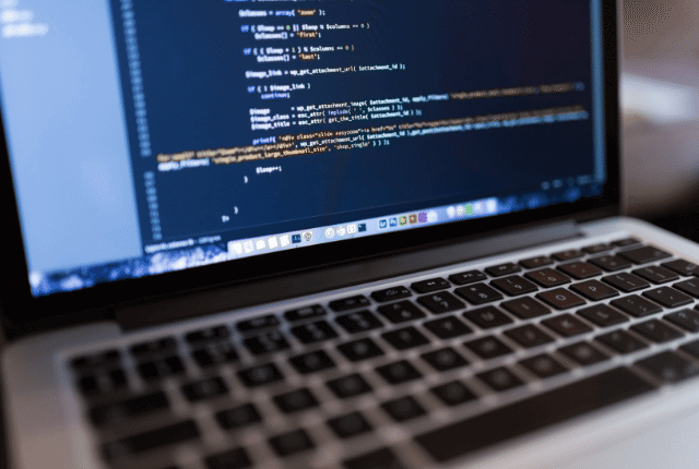 קוד אתר, שפת תכנות בניית אתר, מחשב
