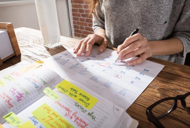 כתיבת תזכורת בלוח שנה, דפים, ניירות