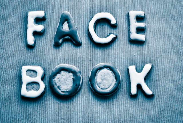 פייסבוק - תמונת אווירה