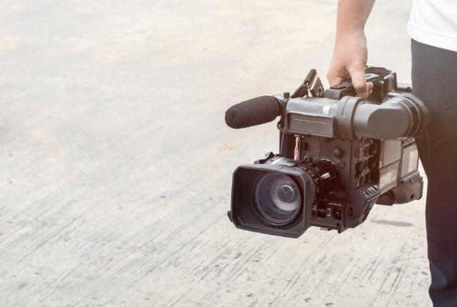 צלם אירועים, מצלמה מקצועית