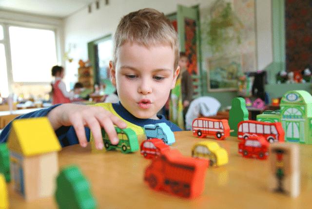 גן ילדים, משחקים, צעצועים